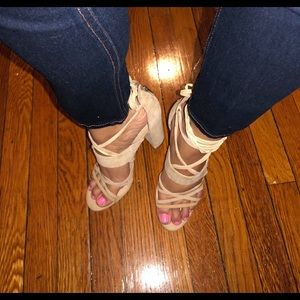 NEW Guess nude heels